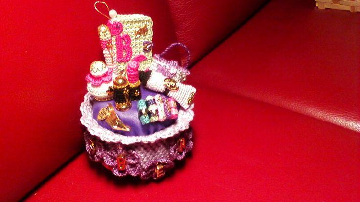 Eigen ontwerp voor m,n dochter voor mij dus....  door mijn mams gemaakt!!!