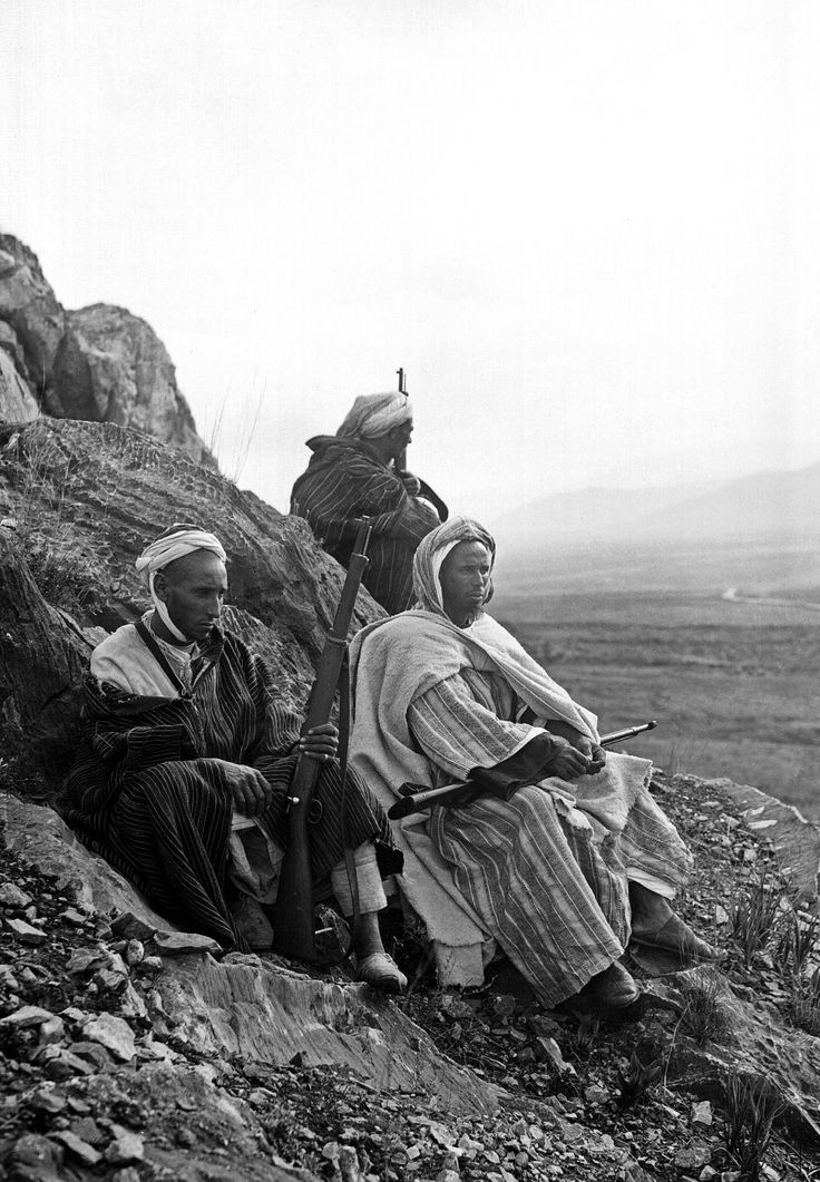 Miembros de una harka rifeña en Marruecos, en 1920. / EFE