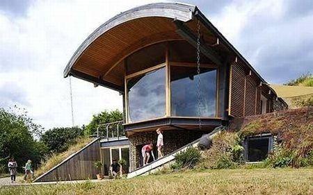 25 best unique underground homes images on pinterest - Casa autosufficiente ecologica ...