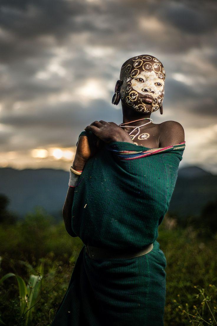 Una chia de la tribu Suri en un poblado cerca de Kibish, Etiopía.