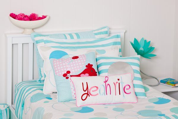 Aqua, white with a splash of pink is so refreshing & smart. #patersonrose #girlslinen #girlsrooms #girlsbedroomdecor #kidsduvet #kidsdecor #childrensbedrooms #LOL #girlscushions