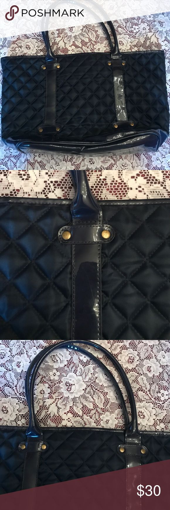 Navy Blue Gap Tote Polyester Material and Blue Patent Leather. Gap Tote. Perfect Condition! Never used! Make an offer!!!! 😊✨💕✨💕 GAP Bags Totes