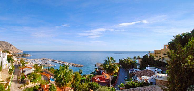 Kuststeden aan de #CostaBlanca Hou je ervan langs de kust te rijden en de omgeving te verkennen? Langs de kust kan je twee verschillende routes volgen. Langs de noordkust van Alicante via San Juan, El Campello, Benidorm, Altea, Calpe, Moraira en Jávea tot Dénia aan de grens met de provincie Valencia. En langs de zuidkust vanaf Alicante naar Santa Pola, Guardamar del Segura, Torrevieja tot aan Pilar de la Horadada, aan de grens met Murcia en de Mar Menor. #Yazuul