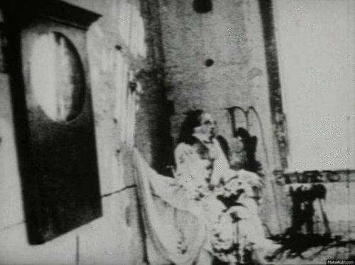 horreur animé fantôme effrayant blanc noir