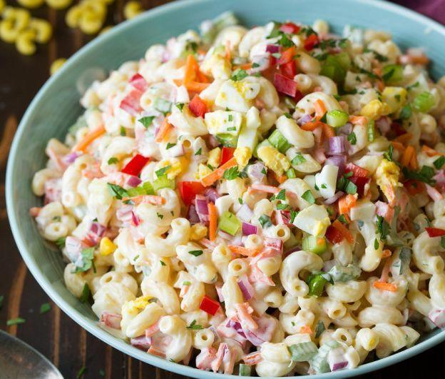 Une recette de salade de macaroni aux œufs à la coque pour la terrasse...