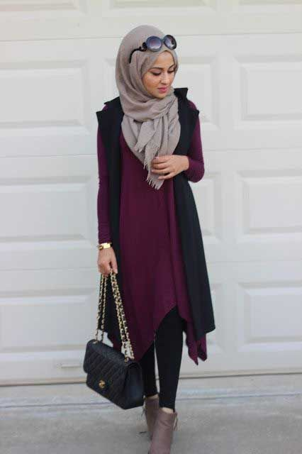 maroon-long-tunic-with-ankle-boots- How to wear ankle boots with hijab