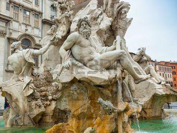 statue grec: Statue du dieu Zeus dans la fontaine de Bernini des Quatre Fleuves sur la Piazza Navona, Rome. Détail de la figure Ganges allégorique.