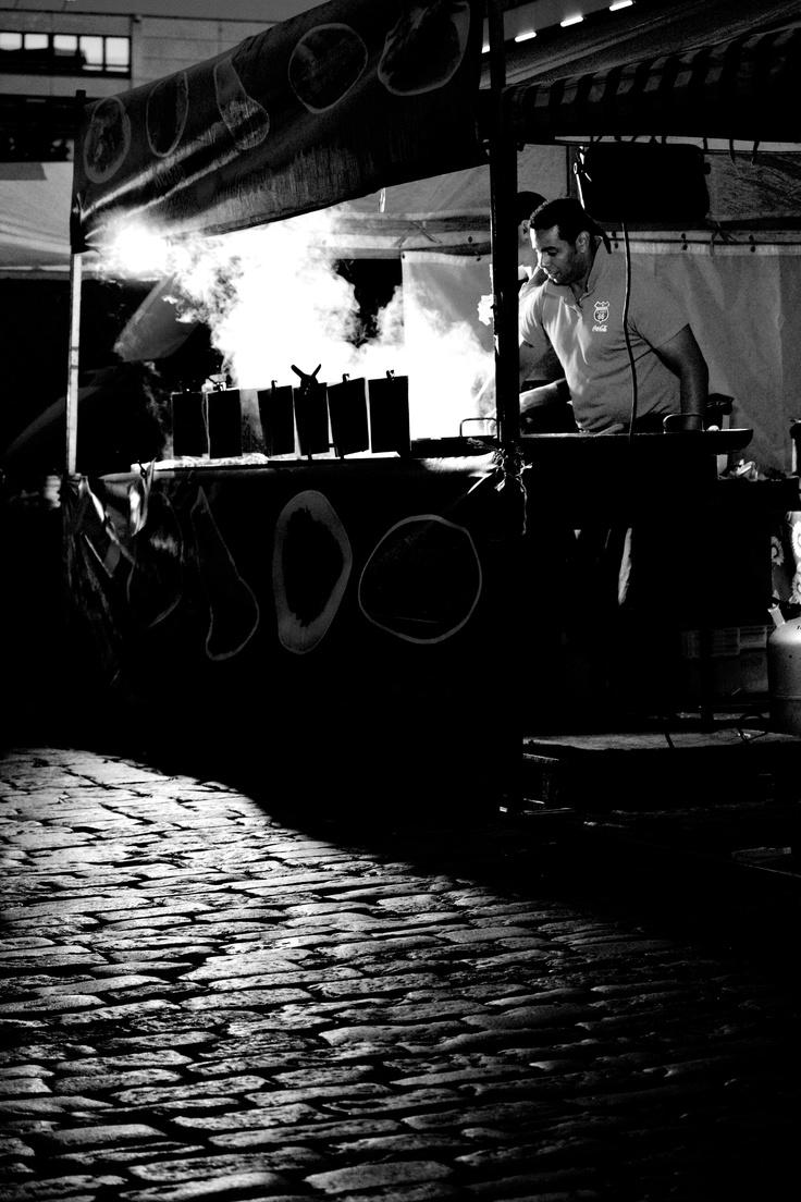 Taiteiden yö 2012, Vaasa - 10. #street #photography #vaasa #streetfood #food #bw