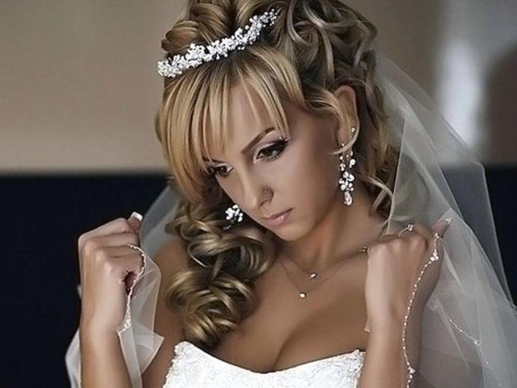 Свадебная прическа с челкой и диадемой - на средние волосы ...