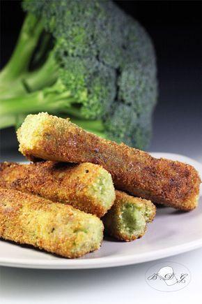 Les Bâtonnets de Brocolis Panés 1 brocoli 140g de farine + 1 cuillère à soupe 1 œuf 2 cuillères à soupe de parmesan râpé 4 cuillères à soupe de chapelure Du sel 2 pincées de piment doux De l'huile d'olive