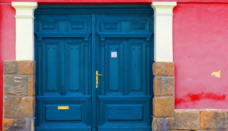 this picture was taken at Szentendre, Hungary walking on the narrow little streets  #door #wall #colourfull #home #street #Hungary #travel