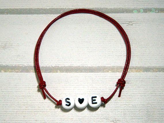 Namens-Armband Zwei Initiale mit Herz farbig von csoMunich auf Etsy