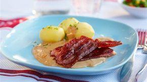 Stekt fläsk och löksås (fried bacon with onion sauce)