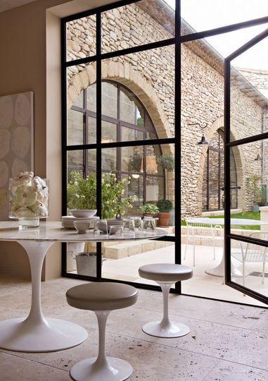 Une baie vitrée magique - Un sacré loft à la campagne - CôtéMaison.fr