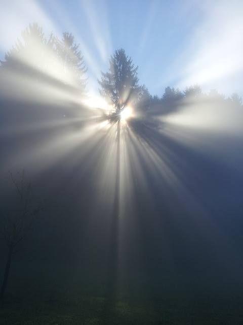 Kluczową bowiem kwestią jest nasze zrozumienie tego kto jest Panem wszechrzeczy, czyli wszystkiego, a kim my jesteśmy.