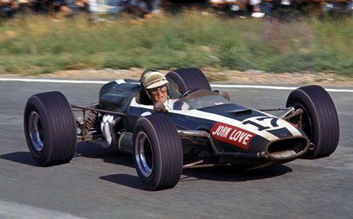 John Love termine à la deuxième place, sur une Cooper Climax, lors du Grand Prix d'Afrique du Sud 1967