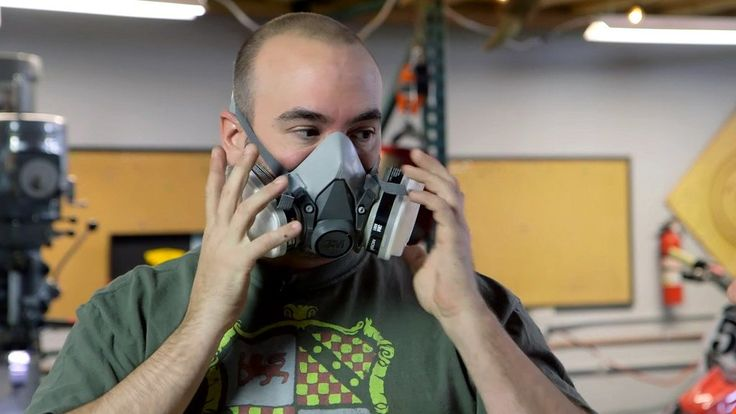 If you're in a workshop, it's important to know when to use a dust mask or a respirator: http://lifehac.kr/64RtJto …