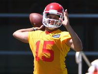 Chiefs' West on Mahomes: 'He's got a cannon on him'