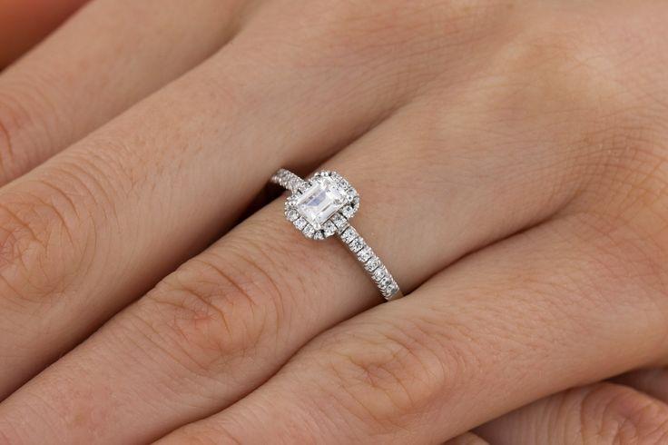 Inel de Logodna cu Diamante Dama Platina cu Diamant Forma Smarald si Diamante Rotunde Briliant - RD580PL