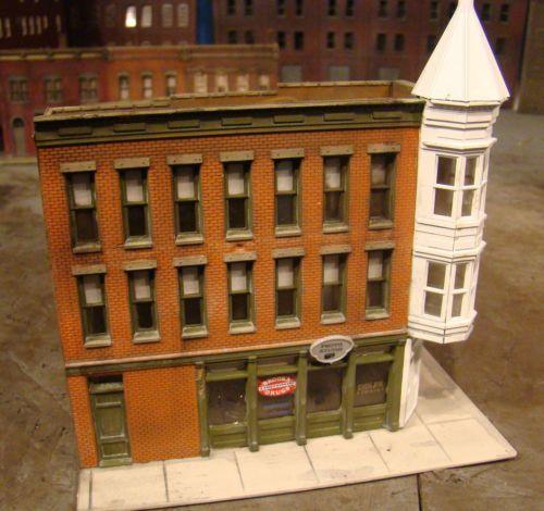 HO Scale Building Walthers Merchants Row II Built Up