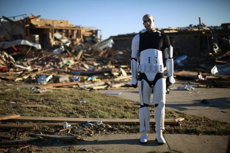 Манекен, уцелевший после торнадо, город Оклахома-Сити, штат Оклахома, США. Фото: Reuters