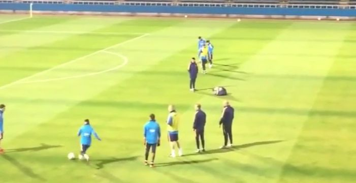 MESSI SCORES INCREDIBLE GOAL FROM DISTANCE AT BARCA TRAINING  http://ow.ly/VSE0o #MESSI #BARCA