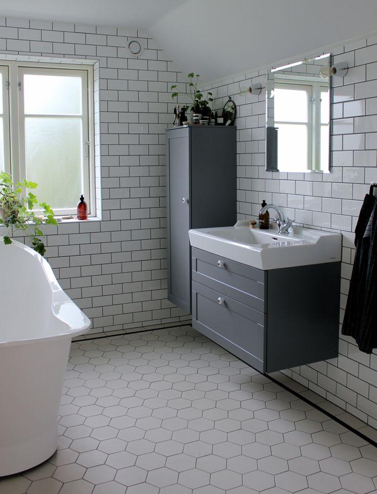 Golv hexagon med svart list badrum pinterest vintage for Bathroom designs 8 x 9