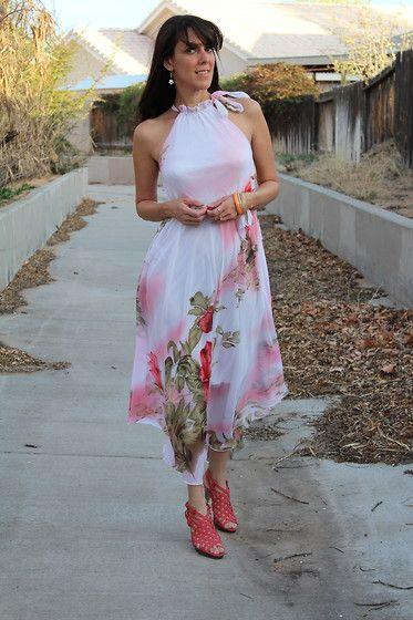 Ametiszt Cheairs - Amazon Pink virágos maxi ruha, Madden Lány Pink Caged High Heels, arany Bangle karkötő, arany gyűrűk, gyöngyház Virág fülbevaló - Wild Flowers Grow ahol majd