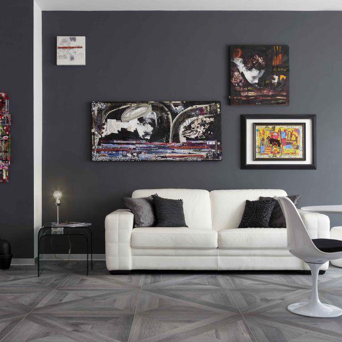 Una casa dallo stile moderno e metropolitano caratterizzato dai toni del grigio, inserti incisivi di bianco e nero danno personalità all'appartamento. Acquistata guardando in avanti, preveden…