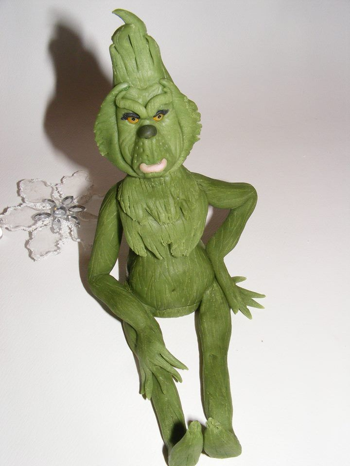 Grinch fondan figure by PipiCake