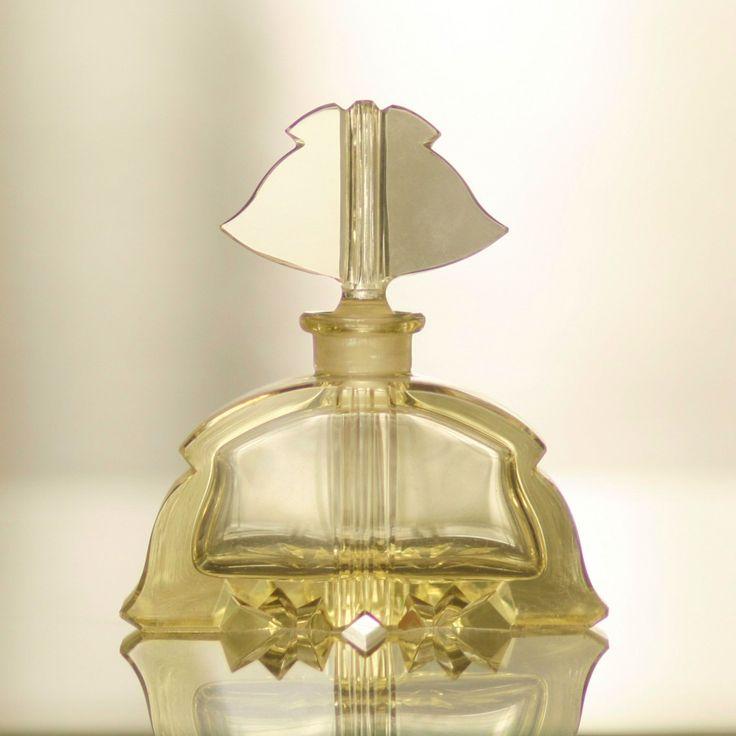ART DECO VANITY GLASS SET - PERFUME BOTTLE 1920-1930s, Czechoslovakia, cut citrine glass TOALETNÍ SADA FLAKON Československo, broušené citrínové sklo