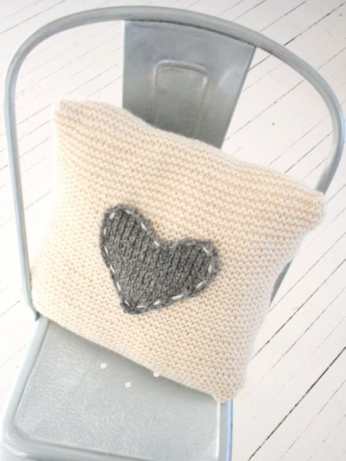 I love this pillow , I will ... Beautiful white and gray ...♥ ☙ᏝᏗᎠᎩ╰☆╮ᏝᏗᏬᏒᏗ❧
