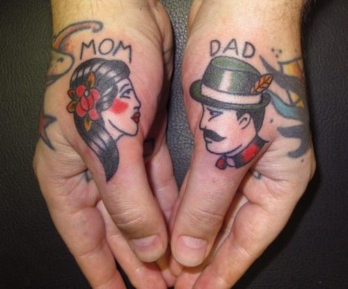 .: Tattoo Ideas, Tattoo Mom Dads, Thumb Tattoo, Fingers Tattoo, Mom Tattoo, Cat Tattoo, Design Tattoo, Mom Traditional Tattoo, Dads Tattoo