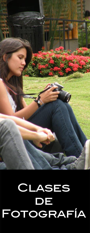 Durante los primeros ciclos de la carrera, lo estudiantes reciben clases de fotografía. Ellos, aprenden haciendo. #UCSG #Filosofia #ComunicacionSocial #Estudiantesenaccion #Estudiantes #Fotografia #Camaras