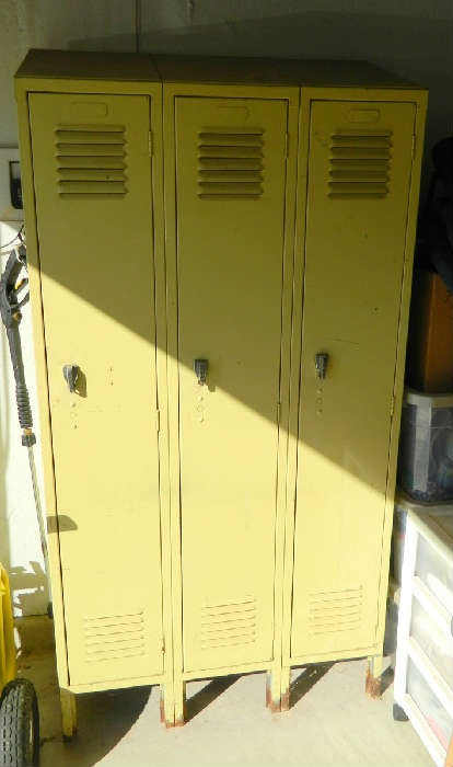 Who doesn't love Lockers?? Great Industrial Storage Units