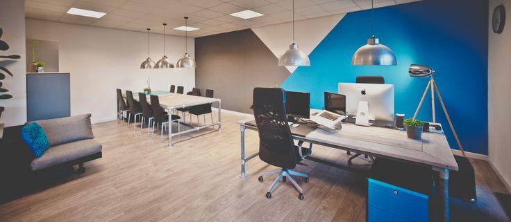 Ons kantoor! Kleurrijk, Kunstgras en Industriëel... www.nuvastgoed.nl