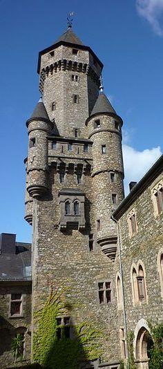 Castello Braunfels ( Assia, Germania ). Risalente al XIII secolo, ma più volte ampliato e ristrutturato, rimane una fiaba.