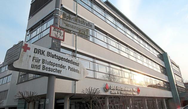 Münster -  Sie durfte drei Tage arbeiten - dann kam die Kündigung. Wieder macht der DRK-Blutspendedienst negativ auf sich aufmerksam.