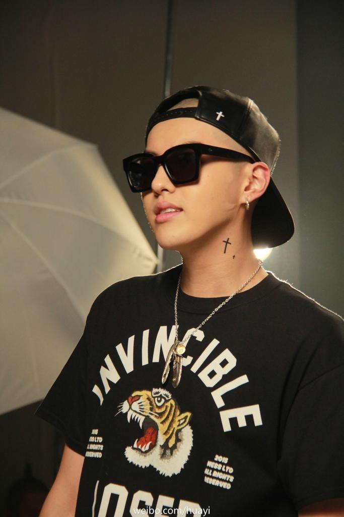 """Lagu terbaru Yifan """"Bad Girl"""" sudah dirilis! Cek disini. MV:YinYueTaiYoukuTudouiQiyiQQYouTube Dukung Yifan dengan menontonnya dari situs YinYueTai dan vote lagu """"Bad Girl"""" disini."""