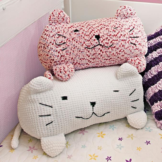 Crochet Kitty Pillows - I need to make these for my nieces. - And I need these because they're looovely