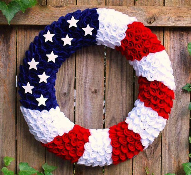 foto de 30 Stunning Summer Wreaths Felt wreath 4th of july