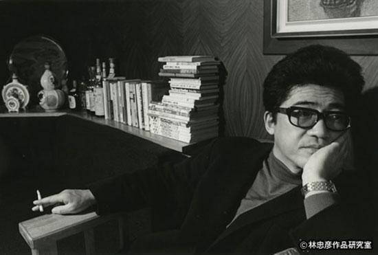 Kōbō Abe (Kita, Tokio, 1924 - 1993), seudónimo de Kimifusa Abe, fue un escritor, dramaturgo, guionista de cine, fotógrafo e inventor japonés.