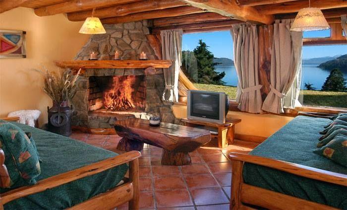 Sala en madera aut ctona y hogar a le a decoraci n for Hogares a lena rusticos
