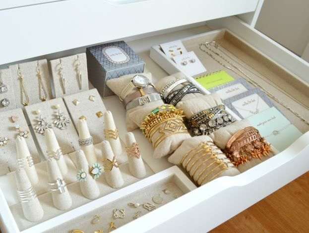 Gorgeous jewelry storage idea for the Stella & Dot Stylist or enthusiast from Kristen at My Mama Told Me Blog. So inspiring!