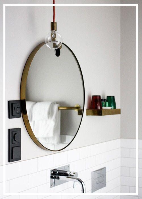 ... säg vilken spegel som vackrast är? Round Brass by Koncept Stockholm 2 500 kr Round Brass är en fantastiskt fin rund spegel med mässingsram och en krok i mäs