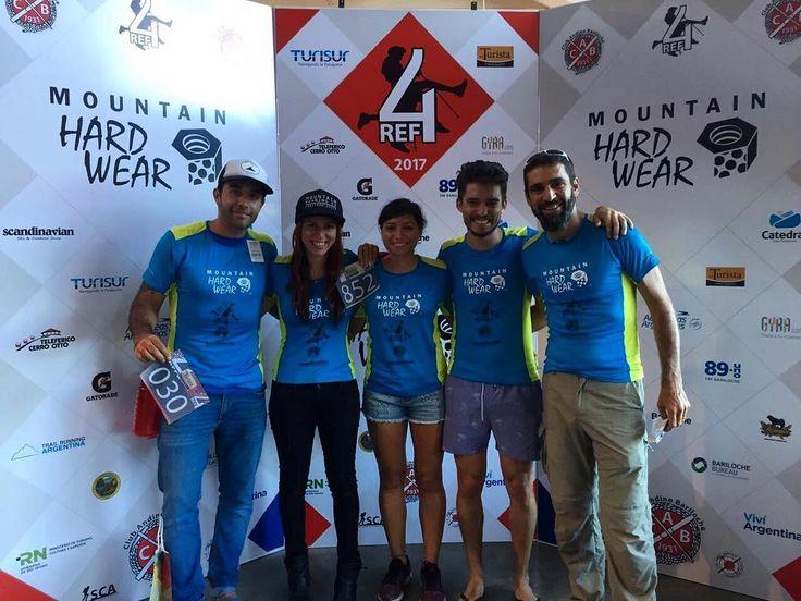 Ayer en la previa de STGOMRCO a 1 y 4refugios listos para lo que sería el inicio de la fiesta de hoy en el Cerro Catedral . Pronto más novedades! Desde ya felicitamos a @valeesantis por tremendo logro ! #stgomrco #mammutchile #cabradelmonte #cervezaquimera #nutricionenbalance #naturalchile #club #equipo #crew #gooutside #run #runner #mountain #trailrunning #race #carrera #4refugios #4ref #argentina #cerrocatedral #santiago #chile
