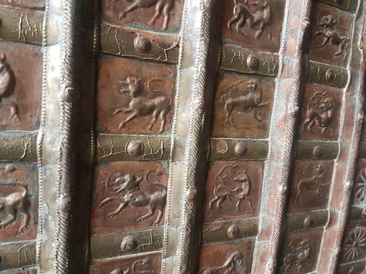 eladó bútorok, eredeti indiai faláda