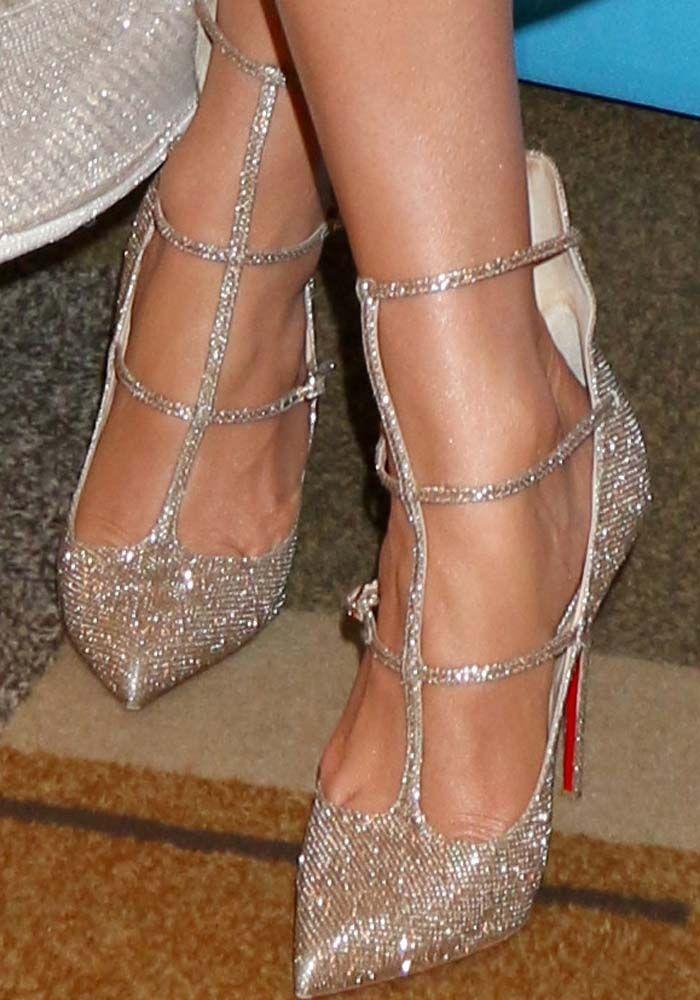 "J.Lo ushers the ""American Idol"" era out in Christian Louboutin 'Toerless' glitter pumps"