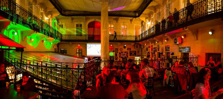 Unpretentious, cheerful ambience, cheap drinks make this place very trendy. Disco & karaoke from 5 pm, a mug of beer is 200 HUF, a cocktail costs 500 HUF. Open: every day 17.00-until dawn: