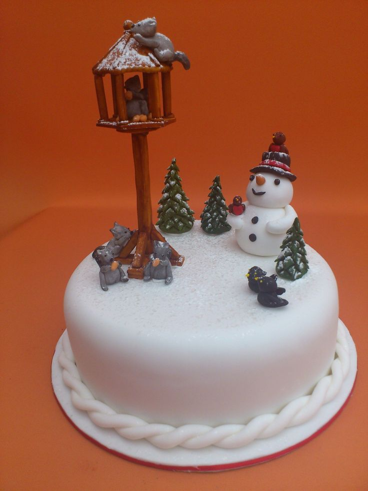 christmas cakes   Novelty Christmas Cake With Bird Table Squirrels And Snowman